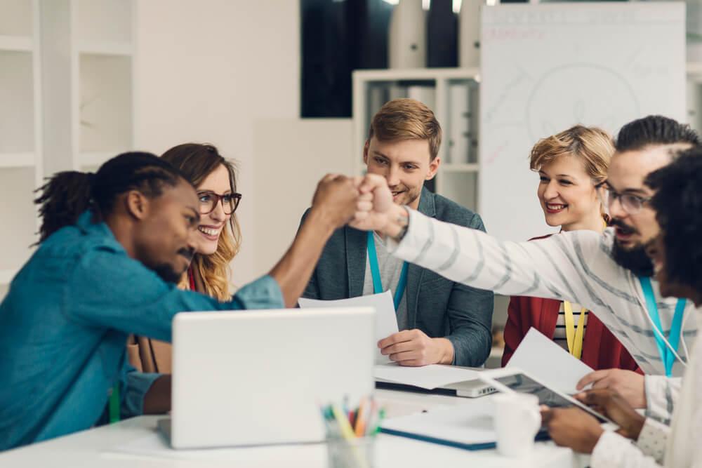 Se você está com dificuldade em motivar seu time, leia este artigo e descubra diversas formas de aumentar a produtividade da equipe!
