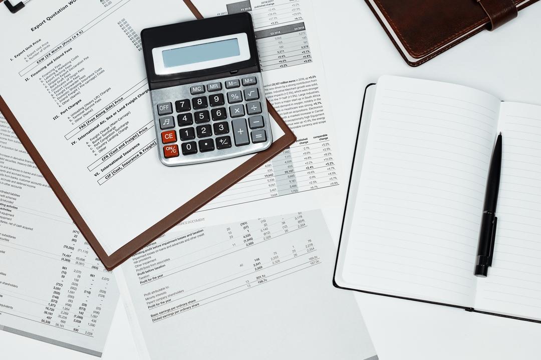 Imagem de documentos empresariais importantes para o balancete de verificação.